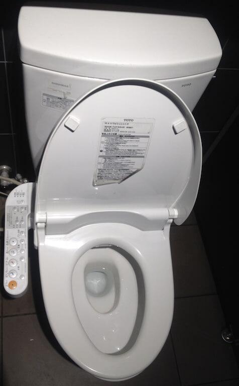 Les toilettes japonaises high tech travelling minionstravelling minions - Lunette toilette chauffante ...